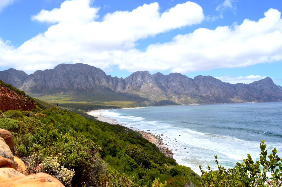 The drive to Pringle Bay with a view over Kogle Bay Beach.